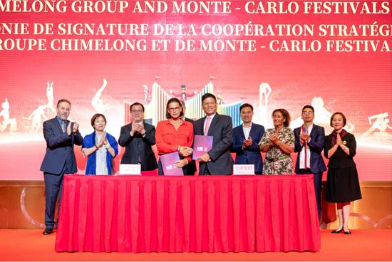 摩纳哥公国公主斯蒂芬妮(左四)、长隆集团董事长苏志刚(右五)签署战略合作协议