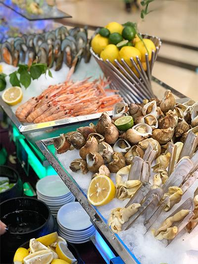 现场供嘉宾品尝的海鲜产品