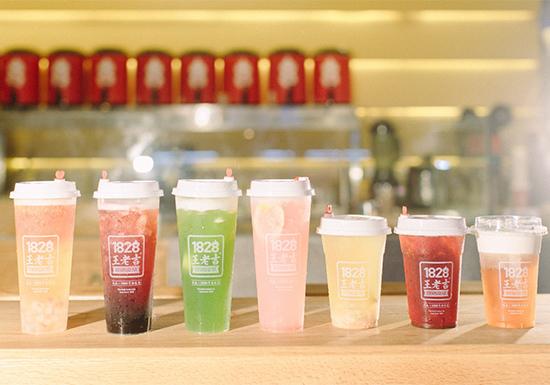 本次1828王老吉上线的11款新品皆为夏季饮品,包含草本鲜果凉茶、鲜果奶盖凉茶、草本鲜牛乳三大系列