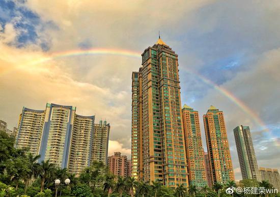 25日早晨广州雨后彩虹