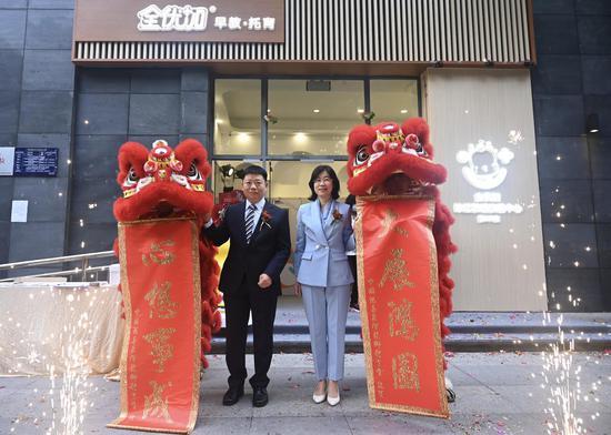 全优加珠江新城旗舰中心开业舞狮助兴