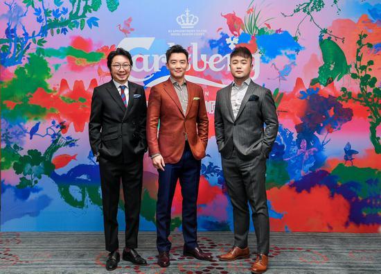 左起嘉士伯中国市场副总裁简赵辉,知名演员郑恺,国际新锐艺术家张广宇