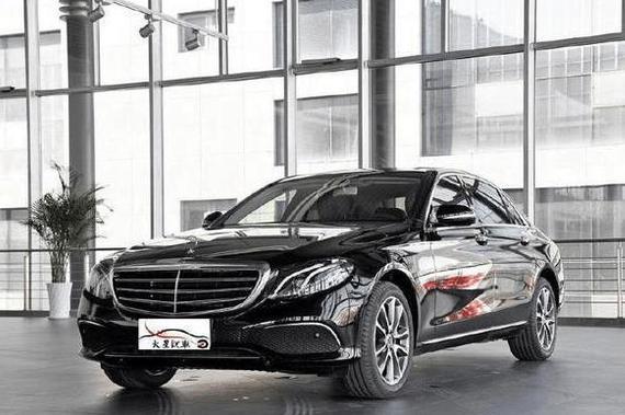 北京的奔驰E级 加长版还刚上市