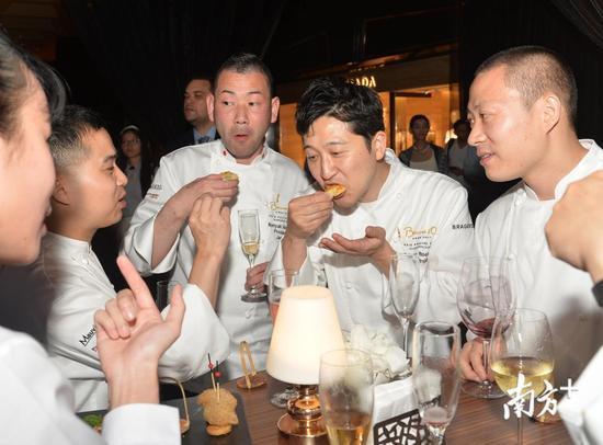一百多位来自世界各地的名厨,其中包括来自88家米其林星级餐厅的主厨,在广州花园酒店举办一场名厨盛宴。