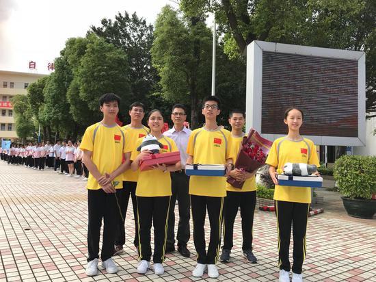 梁开中学参赛学生