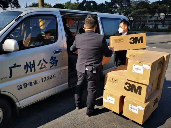 三七互娱向广州交警捐赠防护口罩运送中