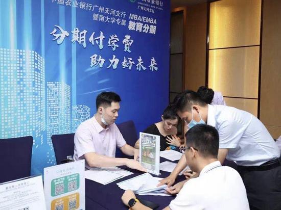 广州农行为学校量身定制金融综合服务 助力教育事业发展