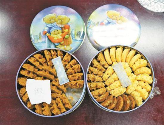 ▲真假网红小熊饼干对比图。左边为假冒产品。 深圳晚报见习记者 高灵灵 摄