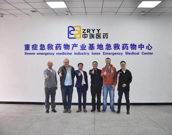 图:广东以色列理工学院林丹明副校长(右中)与专家代表团一行莅临中瑞医药考察指导