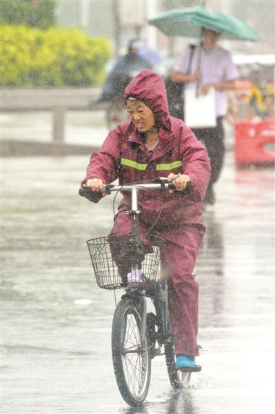 突然而至的暴雨让人有点儿措手不及。