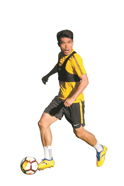 """""""亚洲足球先生""""郑智正在海外拉练。"""