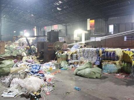 深圳海关截获进口废塑料4.1万余吨
