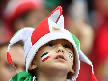 世界杯上的别样风景:小球迷现身球场助威 萌态十足
