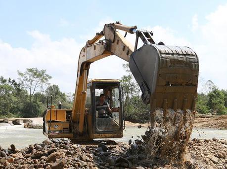 广东阳江展开台风灾后重建 清理工作有序进行