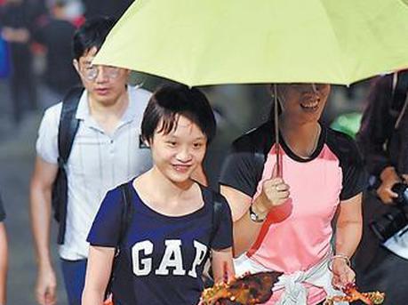 重阳前夜广州6万人登高 人数同比去年下降一半
