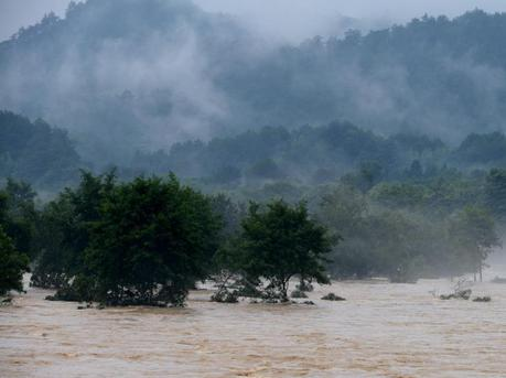 南方连日来持续强降雨多地成灾