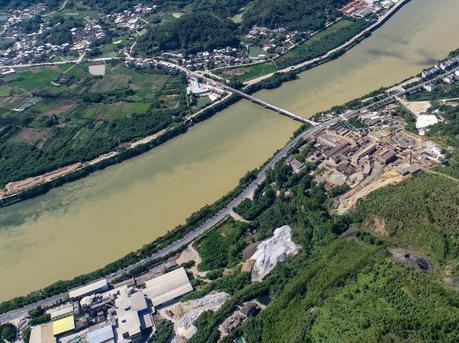 航拍梅州明珠冶炼厂旧址 昔日污染荒山披绿装
