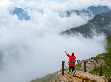 登顶以李白为名的太白山