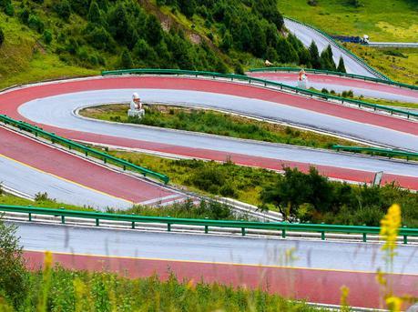 中国最美盘山公路 如同上帝的飘带
