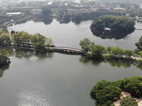 广州近日晴燥无雨水 灰霾也比较严重