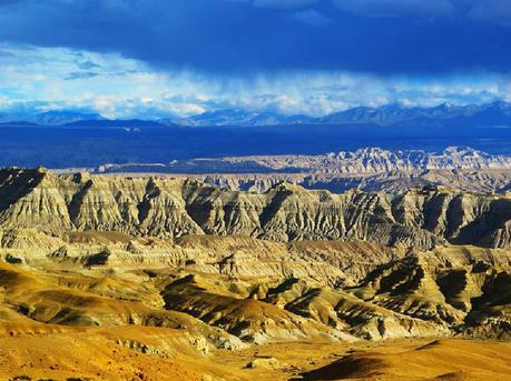 荒涼卻又震撼的新藏線天路