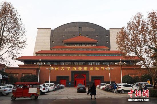 郑州大学现奇葩建筑 一半中式一半欧式