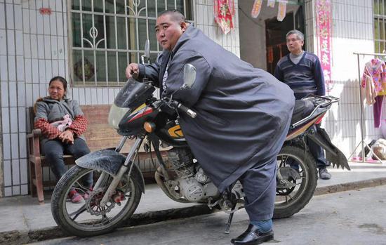 清远男子结扎后呆在家体重飙到522斤