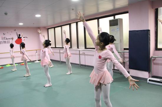舞蹈考级圆满落幕 上千考生掀起舞蹈考级风潮