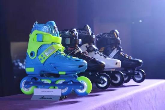 酷浪与轮滑品牌厂商合作推出的首款智能轮滑鞋