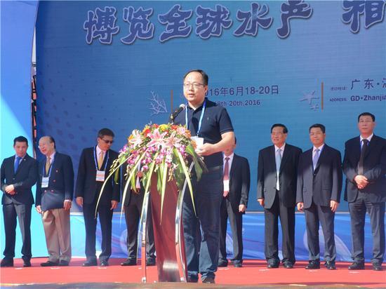 京东集团华南区副总经理康亮致词
