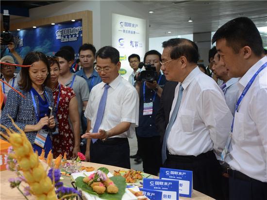 湛江市委副书记、市长王中丙和众领导视察会馆现场