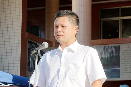 黄勇武副市长亲自讲话,希望全体师生真正树立禁毒斗争人人有责的意识,共同筑牢禁毒斗争统一战线