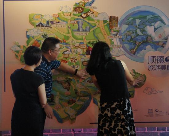 顺德手绘旅游美食地图采用精绘的手绘方法,以生动有趣的图文形式介绍