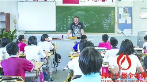 石门中学外籍老师Neil。   /佛山日报记者潘宇莹摄