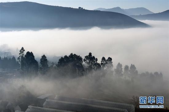 禄劝彝族苗族自治县屏山街道绿槐村被云雾笼罩