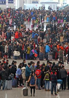 春运表情:深圳北站里的众生相