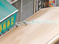 香港一大厦铝窗突然坠落砸中巴士 88岁老妇被捕
