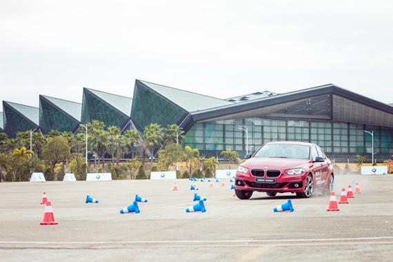 1.全新BMW 1系运动轿车场地试驾