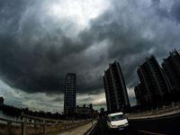 今明广东中西部有大雨到暴雨 未来3天湿度大能见度低