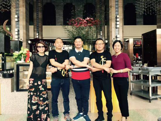 情歌王子祁隆在东莞长安举行歌迷见面会