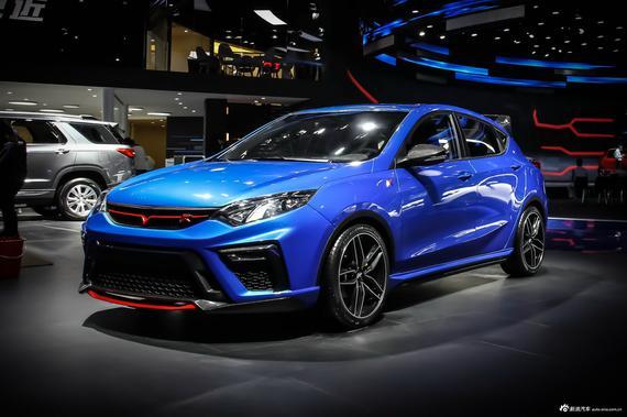 长安逸动R将于4月19日亮相上海车展。新车基于长安逸动XT打造而来,车身采用了黑色与蓝色的双色涂装。