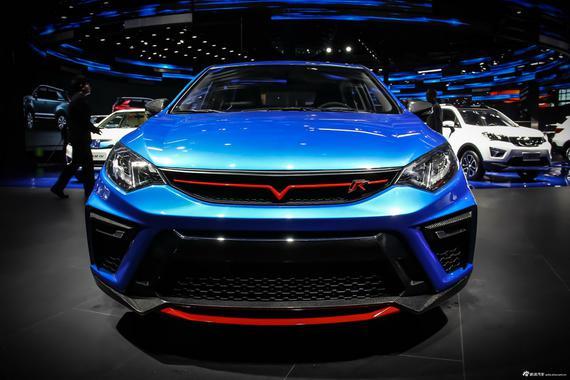 外观方面,新车整体造型较为凶悍,各种运动套件集于一身