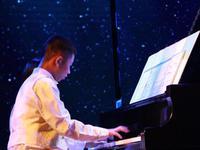 他曾是自闭症儿童 现在成为与郎朗同台的钢琴少年