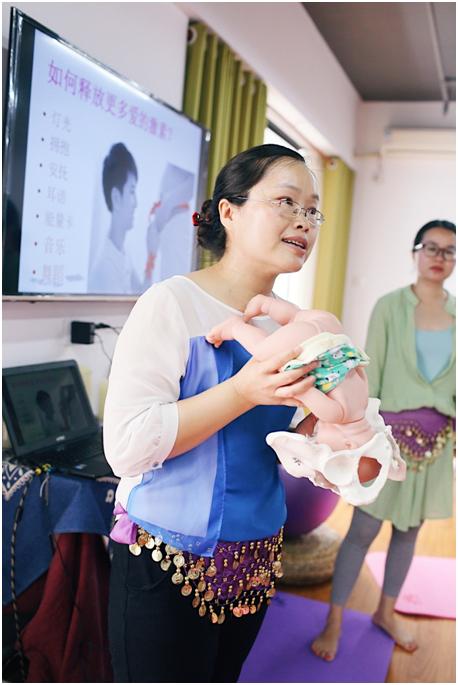 中山市板芙医院生育教育和生育舞蹈讲师林美兰老师 示范指导中
