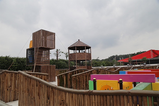 儿童乐园里的迷宫
