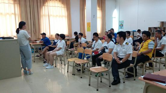 李晴教员解说韩国留学优势及中韩班项目