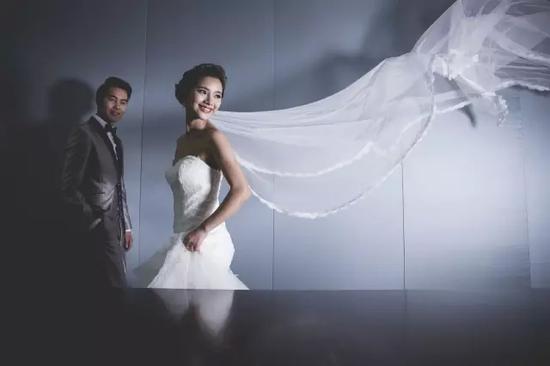婚礼是我们值得一生一世纪念的日子,如何使你的婚礼更浪漫、更具有个性色彩和纪念意义呢,是值得花心思选择理想的场地和宴会团队的。而宴会场地的选择和婚礼布置,是迈向完美婚姻殿堂中的重要一环。