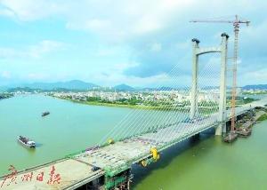 潮州大桥合龙施工现场。