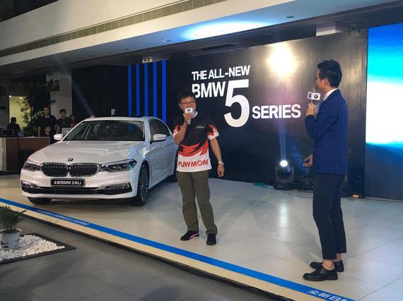 现场特邀嘉宾——中国漂移教父 施建民 与现场嘉宾分享全新BMW 5系的试驾体验