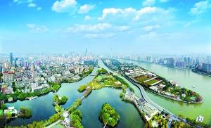 珠江两岸广州塔、花城广场和二沙岛一带天蓝水清,环境优美宜人。广州日报全媒体记者莫伟浓 摄